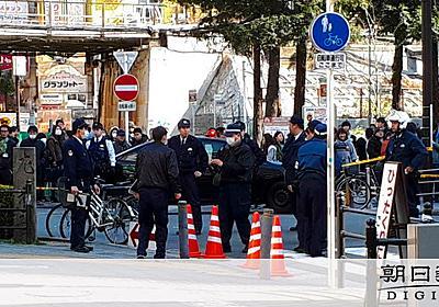 刃物で暴れる男「撃つなら撃て」 警官発砲し負傷 大阪:朝日新聞デジタル