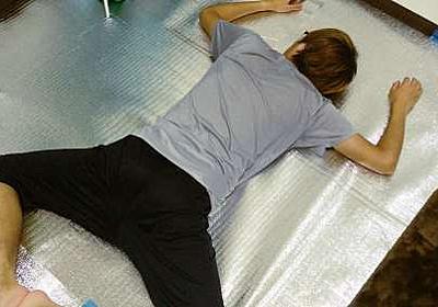 床に100均のアルミシート敷いて断熱したら部屋も明るくなってイイ感じ - 貧楽生活
