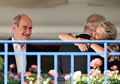 カンヌ映画祭開幕、スターたちがマスクなしでキス 写真13枚 国際ニュース:AFPBB News