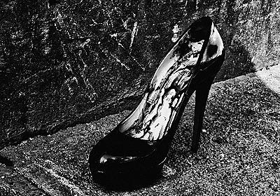 森山大道が太宰治をオマージュした写真展「DAZAI」を開催、最新写真集のサイン会も - ファッションプレス