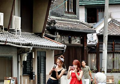 外国人観光客増で住民困惑 レトロな街並み大阪・中崎町  :日本経済新聞