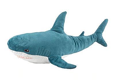 ネット上で突如空前のサメぬいぐるみブーム襲来 イケア「12月下旬は売上1.5倍」 - ねとらぼ