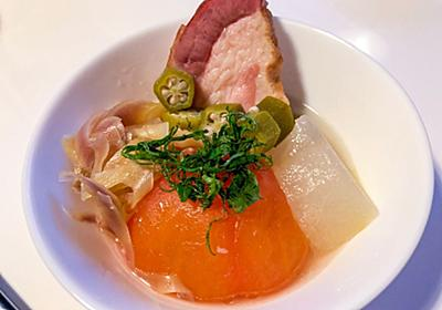 何度も作ってしまった夏の煮物 ミョウガとトマトの「夏煮」はエンドレスサマーの味【居酒屋のお通し】 - メシ通 | ホットペッパーグルメ