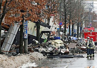 スプレー缶ガス引火か 不動産店従業員、100本超廃棄で (写真=共同) :日本経済新聞