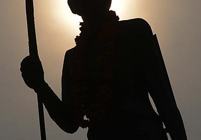 マハトマ・ガンジーが黒人差別? 抗議受けガーナの大学が像を撤去 写真1枚 国際ニュース:AFPBB News
