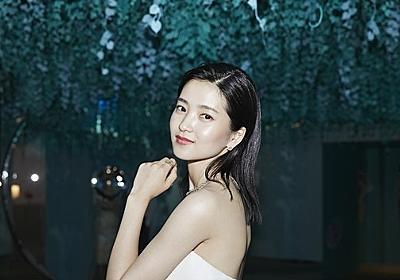 キム・テリ、純白ドレスで上品な魅力をアピール…光を放つ女神のような美貌 - ENTERTAINMENT - 韓流・韓国芸能ニュースはKstyle