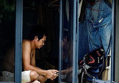 新型コロナ アジア貧困層窮地 外国人労働者、寮で感染 | 毎日新聞