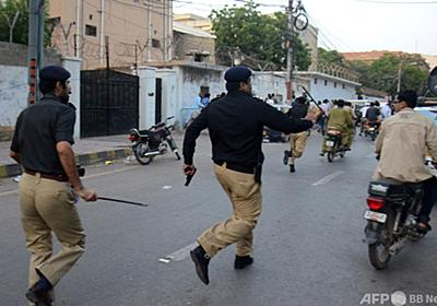警官ら、賄賂断ったハンバーガー店員19人を拘束 パキスタン 写真1枚 国際ニュース:AFPBB News