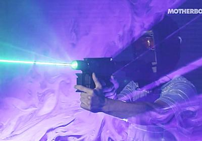 DIYで超強力なレーザー砲を作り出す自称「マッドサイエンティスト」に密着したムービー - GIGAZINE