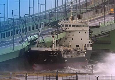 【台風21号】タンカー流され衝突、関空の連絡橋が破損 乗組員11人が船内に取り残される - 産経ニュース