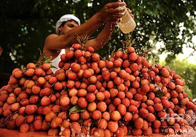 ライチ果実の毒素で脳炎発症か、子ども31人死亡 インド 写真1枚 国際ニュース:AFPBB News