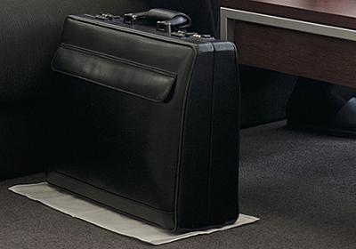 外資系企業2000人中1位のトップセールスは、なぜ「かばんをハンカチの上に置く」のか?