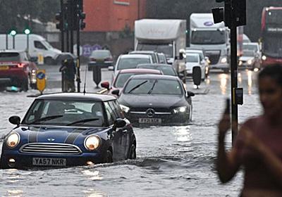 CNN.co.jp : ロンドンで激しい雷雨 道路冠水、地下鉄の駅にも水流れ込む