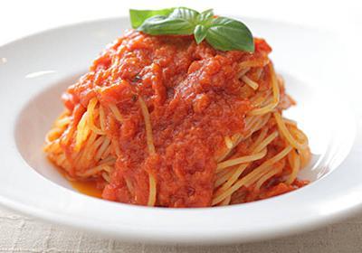 加熱時間がカギ! シェフ直伝「濃厚トマトソース」の作り方 - macaroni