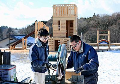 東日本大震災:虹の架け橋、この手で…3児失った木工作家 - 毎日新聞