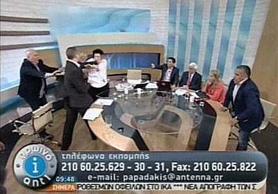 ギリシャ極右議員が出演者に平手打ち、生中継のTV討論番組で   ロイター