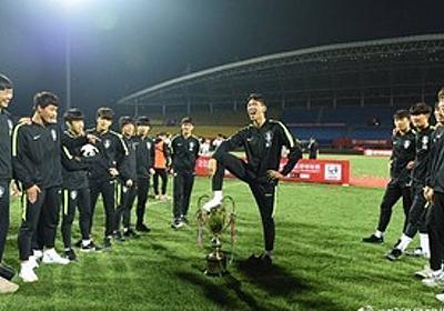 痛いニュース(ノ∀`) : 【画像】 サッカー韓国代表、中国の大会で優勝カップを踏みつけたり用を足すしぐさをしたりして炎上 - ライブドアブログ