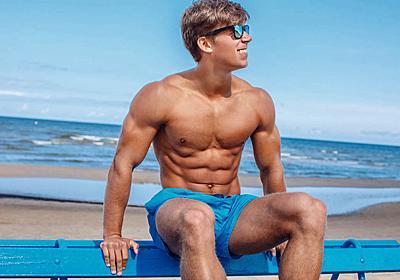バランスのいい筋肉を目指す「フィジーク」とは?ボディビルとの違い、食事や鍛え方、具体的なトレーニングメニューまで | カラダチャンネル