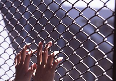 マッチングアプリでおびき出し、LGBT当事者を性的に拷問し続けるエジプト警察 | クーリエ・ジャポン