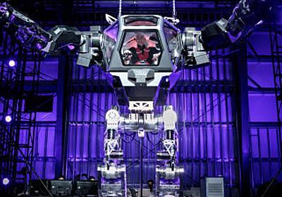 AmazonのベゾスCEOが巨大なロボットに乗り込んでご満悦な様子を披露 - GIGAZINE