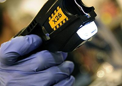 米警官、タンポポ摘んでいた87歳女性をテーザー銃で鎮圧 写真1枚 国際ニュース:AFPBB News