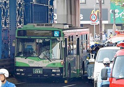 死亡女性は20歳大学生、男性は23歳アルバイト 運転手「ブレーキ踏み発車作業中に急発進…」 神戸・バス事故 - 毎日新聞