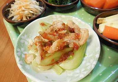 鶏皮カリカリ揚げとチンゲン菜のピリ辛味噌和え - めのキッチンの美味しい生活