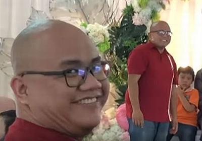 友人の結婚式で2人のドッペルゲンガー、しかも服装やメガネも同じだった! – Switch News(スウィッチ・ニュース)