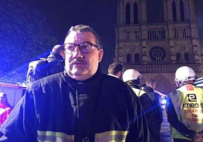 【ノートルダム大聖堂】1人の神父が命の危険を顧みず、貴重な聖遺物を運び出す | Switch news
