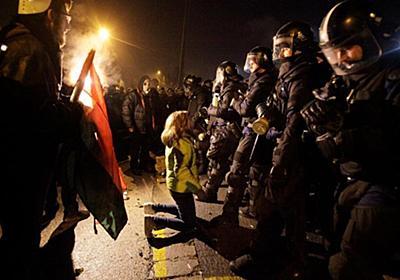 CNN.co.jp : 年400時間の残業認める「奴隷法」に抗議、デモが暴徒化 ハンガリー