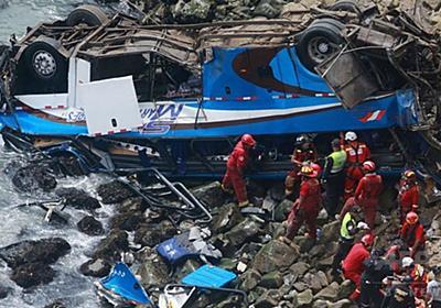 バスが崖から100m落下、48人死亡 ペルー 写真6枚 国際ニュース:AFPBB News