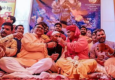 新型ウイルスの特効薬は牛の尿? ヒンズー教団体が「飲尿パーティー」開催 インド 写真5枚 国際ニュース:AFPBB News