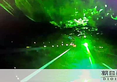 高速で対向車にレーザーポインター 容疑のトラック運転手を書類送検:朝日新聞デジタル