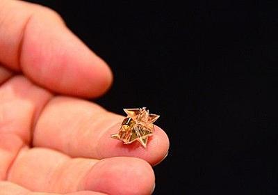 体内に薬を届けて消える「折り紙」のようなミニチュア医療ロボット|WIRED.jp