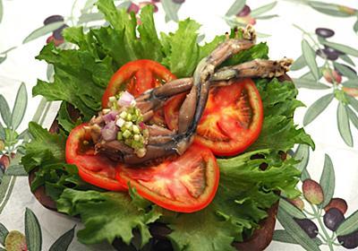 猛毒の外来種『オオヒキガエル』の食べ方をカラスに教えてもらった :: デイリーポータルZ