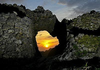 きょう夏至 神秘の「太陽の門」 玉城城跡 - 琉球新報 - 沖縄の新聞、地域のニュース