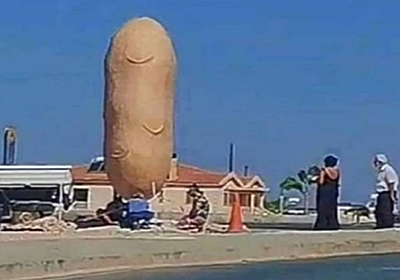 地中海の島国キプロス共和国に突如そそり立った巨大な珍ポテト像が話題。見たらみんな笑顔に