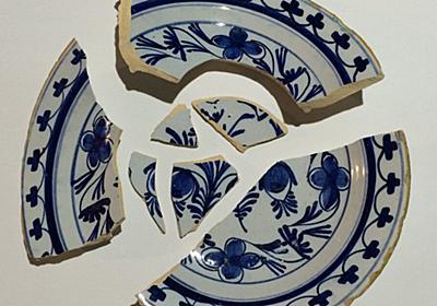 【ライフハック】割れてしまった陶器の皿をクリップで固定し鍋に入れて牛乳で一時間煮て、火を止めてそのまま冷ますとくっつくらしい - Togetter