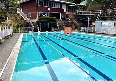 廃校になった小学校を改装、プールをまるまる温泉にした旅館がとてもいい!ノスタルジックだし、温泉で泳ぎまくれるのが楽しい - Togetter