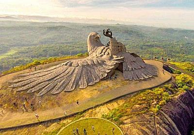 ヒンズー教の聖典に登場する鳥の王「ジャターユ」をイメージした世界最大の鳥の彫刻がファンタスティック!(インド) : カラパイア
