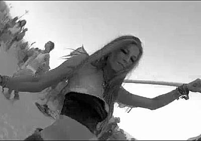 水着美女をフラフープに取り付けたカメラで撮影すると圧倒的な景色が現れる - DNA