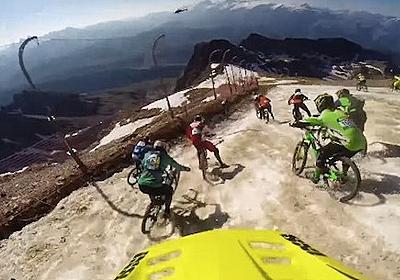 【衝撃動画】雪山の頂上から自転車で全速疾走! 世界一過酷なダウンヒルレースがマジでヤバい   ロケットニュース24