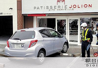 菓子店に車突入、今月2度目の被害 4日前に再開の矢先:朝日新聞デジタル