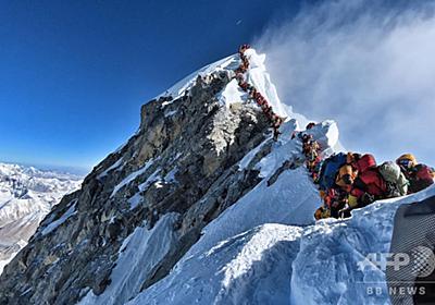 頂上にこの行列… エベレストでさらに4人死亡、混み合う「死のゾーン」 写真1枚 国際ニュース:AFPBB News
