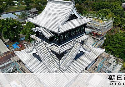 復旧進む熊本城、白っぽく輝く 大天守の瓦をふき替え:朝日新聞デジタル
