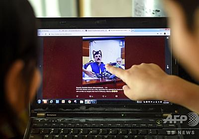 パキスタンの州閣僚にネコ耳が…! 記者会見のライブ配信でハプニング 写真3枚 国際ニュース:AFPBB News