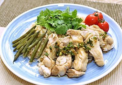 仕込み1分、鶏肉とお米を入れるだけ。炊飯器でつくる「カオマンガイ」レシピ | ライフハッカー[日本版]