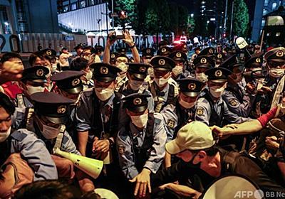 東京五輪反対、デモ隊の前に立ちはだかる警察 写真17枚 国際ニュース:AFPBB News