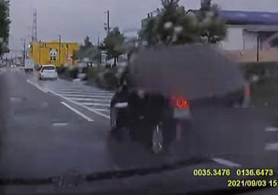 FNNが煽り運転の一部始終を映したニュースを出すも、あおられた女性運転手が直前にしていた行動に非難が集まる逆転現象に - Togetter
