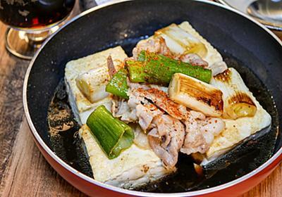 フライパンのまま食べる「一人焼き豆腐」で、ポン酢と黒ビールの意外な相性の良さを確認できた【かめきちパパ】 - メシ通 | ホットペッパーグルメ
